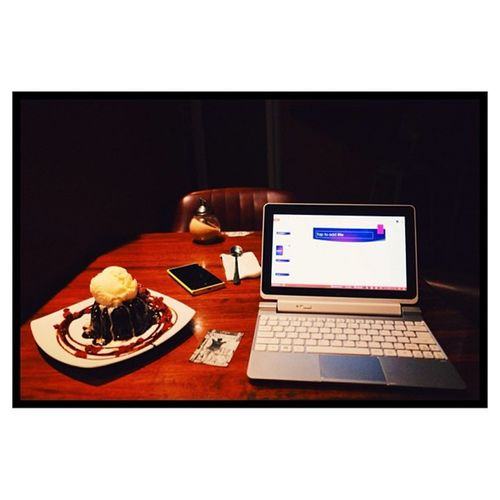 Spending the evening in my favourite cafe - writing, editing, and eating cake. Sydney Citylife Glebe Wellco vscocam