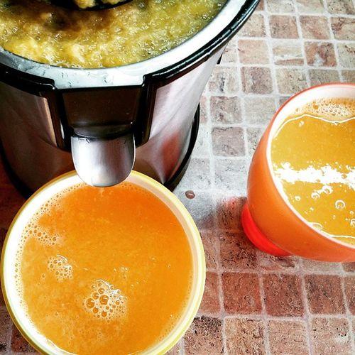 У каждого свой фетиш. У меня - это выдавливать апельсиновый сок🍊🍊🍊🙈 апельсины апельсин Pressjuice Fetish фетиш Orange Mandarin Orangejuice Juice апельсиновыйсок Сок Morning Yinyang
