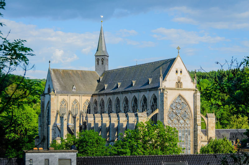 Altenberger Dom, Catholic Cathedral Altenberger Dom Cathedral Catholic Church Dom Architecture Building Exterior Built Structure Cloud - Sky Day Growth History Nature No People Outdoors Place Of Worship Plant Religion Sky Spirituality Tree
