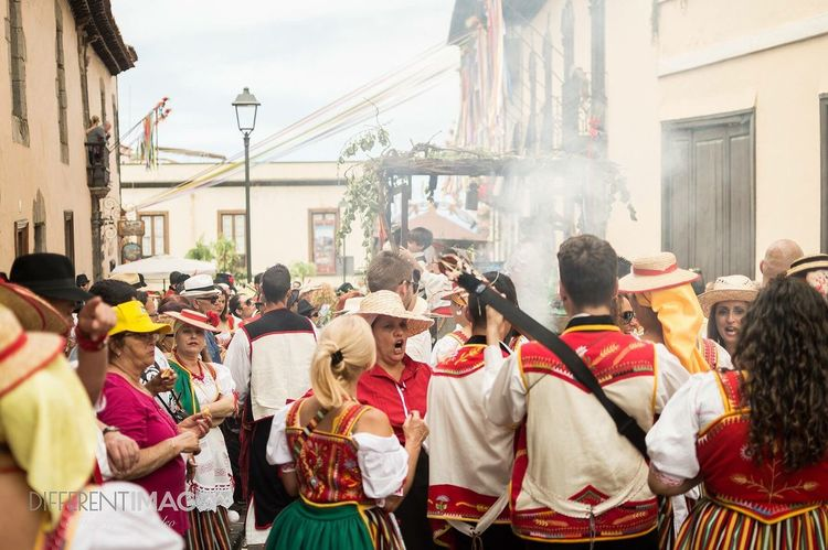 EyeEm Selects Romeria Large Group Of People Men Real People Architecture Celebration Women City Built Structure Adult Street Building Exterior Cultures Parade Togetherness Traditional Festival Outdoors Adults Only Day People Traditional Dancing