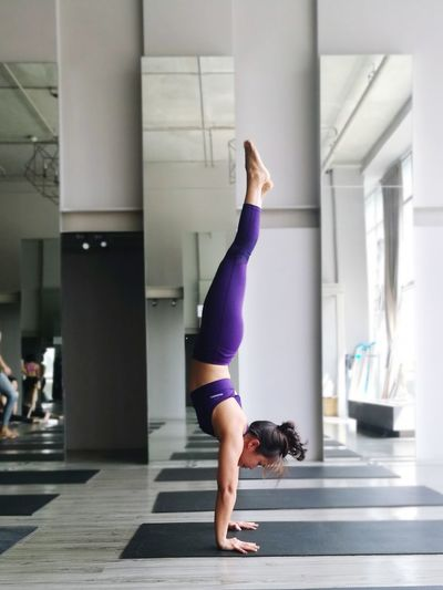 Healthy Lifestyle Lifestyles Exercising Full Length Balance Practicing Flexibility Indoors  Adult People Concentration Day Sport Only Women Sports Clothing One Person Adults Only Real People Young Women Human Body Part EyeEm Selects Yogapose Yoga Agility Strength