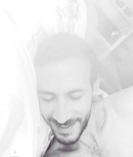 Light...good morning 😌 Blac&white  Light Black & White Music This Is Me Just Smile  Something Special It's Me Self Portrait People Relaxing Life Male Community Today's Hot Look At Home Summer Good Morning