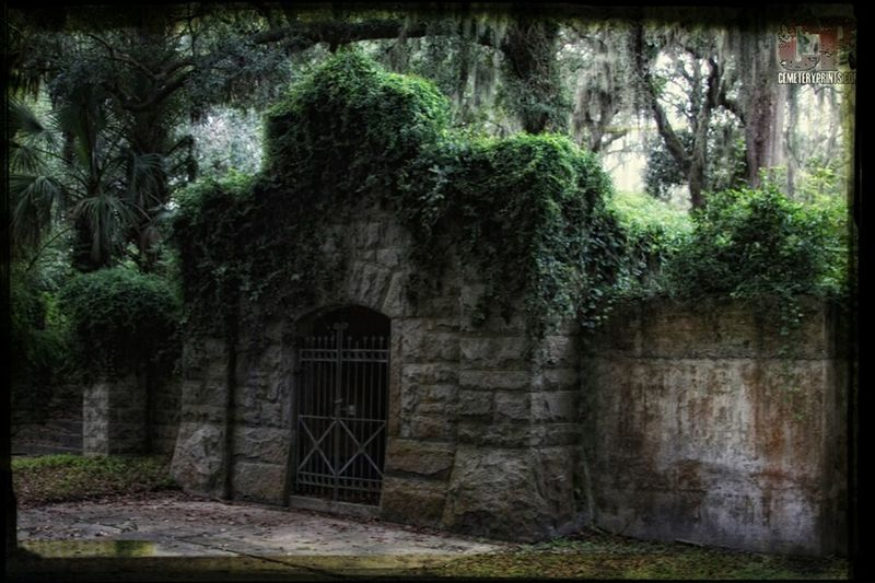 Hanging Out Cemetery Beauty Of Decay Crypt Check This Out Overgrown Graveyard Beauty Cemeteryscape Cemetery Prints Inc Mossy Oaks