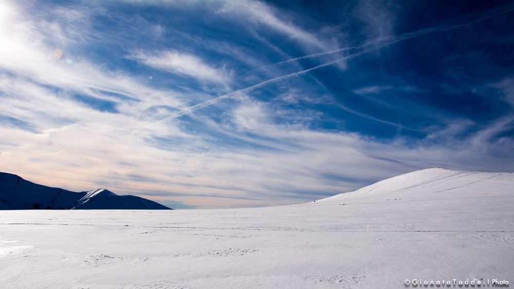 White line in the sky Sky_collection Sky And Clouds Paesaggi Neve Winter Snow ❄ Landscape Wintertime Montisibillini Living_sibillini Winter Wonderland Paesaggimozzafiato Landscape_photography