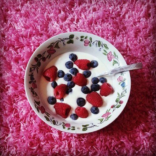 A little treat SchoolWork Snack Vanilla Bluberrys raspberrys pink