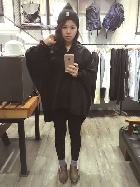 The All Black day. Allinblack Shirts Girl Outfit Onwork Tressets誰說商行