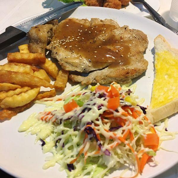 Salad Steaks Mealtime Food Food And Drink Food And Drink Vegetable Food Chicken Steak Chickens