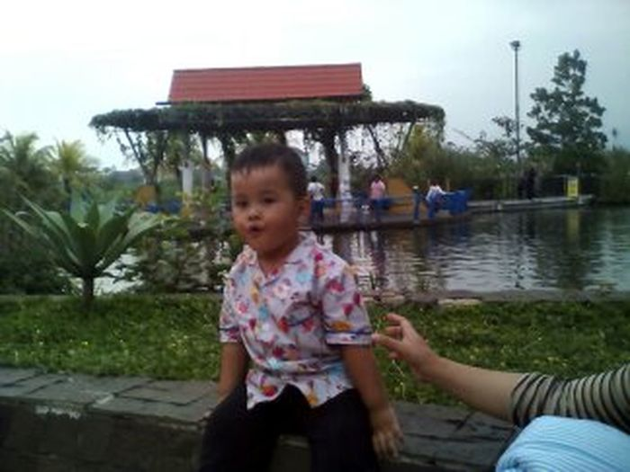 Child Childhood Girls Togetherness Boys People Fun Two People Adult Mother Water Leisure Activity Outdoors Smiling Females Tree Day Sitting Males  Lake