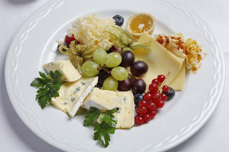 Bowl Cheese Close-up Day Fingerfood Food Food And Drink Freshness Fruit Healthy Eating Indoors  Indulgence No People Plate Plates Ready-to-eat Serving Size Still Life Studio Shoot Wine