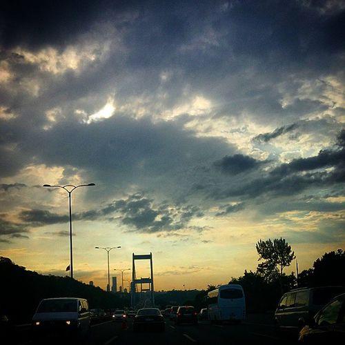 Bulut Cloud Cloudporn Gok gokyuzu sky aksam evening yolda ontheroad Yollarda bulurum seni...