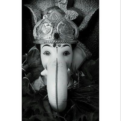 !! मोरया !! { BlackBerry z10 } Ganapatibappamorya Punekar Mobilephotography Festival Instalike Instagram Instahube Jj_mobilephotography Puneclicksarts Blackandwhite Instadaily Aniketkanade