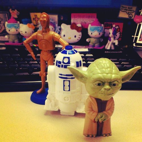 Almost done with work! yay! #yoda #r2d2 #c3po #starwars Starwars Droids R2D2 Yoda Jedi Figurines  C3po Workflo MayTheForceBeWithyou Cubicalhell Theforce Theforceisstrongwiththisone Starwarsfan