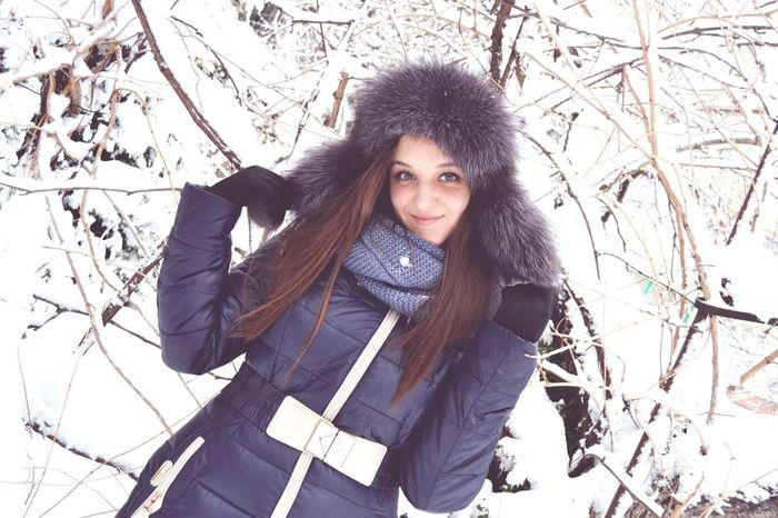 Hi My Dear Thats Me ♥ Cold Temperature Winter Snow Portrait Looking At Camera Julia_verbenets Hi Friends *-* SexyLips<3 Kiss Dark Hair SexyGirl.♥ Photo Of The Day Beaytiful