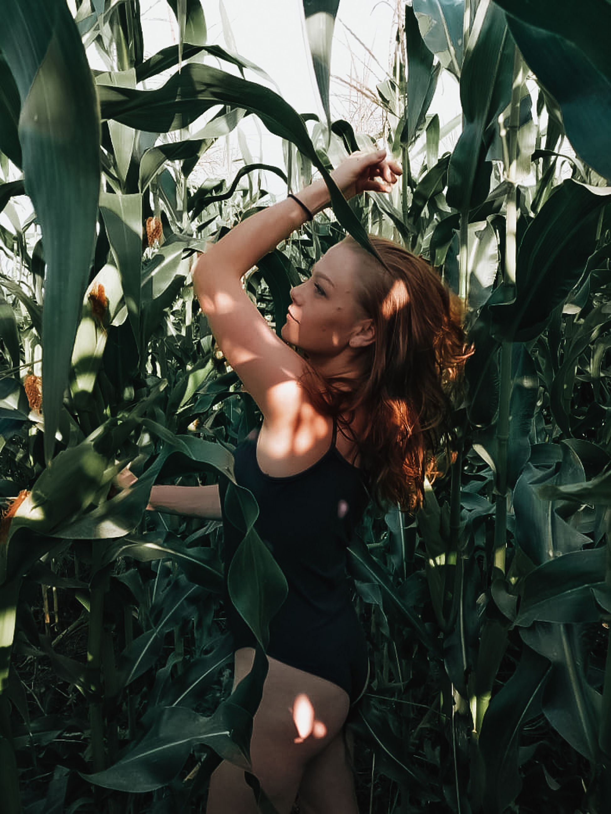 one person, leisure activity, plant, real people, lifestyles, leaf, growth, plant part, nature, young adult, young women, green color, women, hair, hairstyle, casual clothing, day, long hair, outdoors, beautiful woman