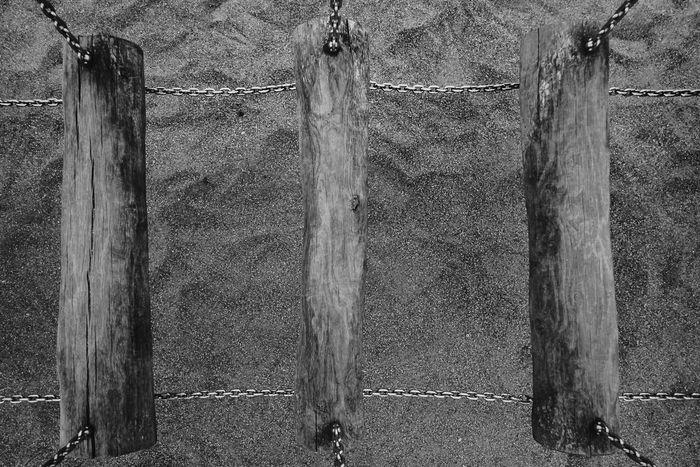 Hang out ... Balken Dänemark Holztextur Hängebrücke Nature Urlaub Architecture Beach Beauty In Nature Black And White Black And White Collection  Black And White Photography Danmark Day Irrigation Equipment Ketten Nature No People Outdoors Sand Schwarzweiß Schwarzweißfotografie Water Wood - Material EyeEmNewHere