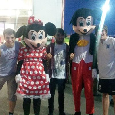 Went to tescos the other day and met these to silly buggers from Disney Disney Mickeymouse Minniemouse Tesco  everylittlehelps