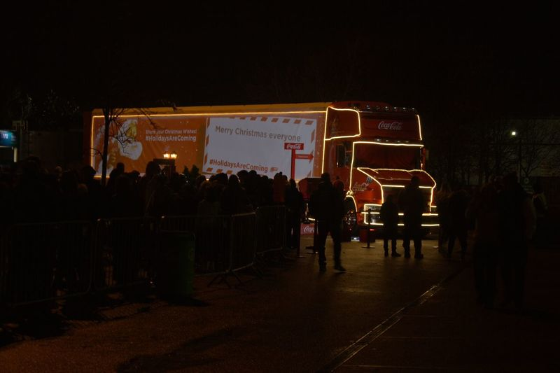 Exploring Style Illuminated Night Business Finance And Industry Outdoors People Coca-cola Coca Cola Coca Cola Truck Holidays Are Coming! Holidays Are Coming HolidaysAreComing Christmas Truck Red Lights Lights In The Dark Manchester