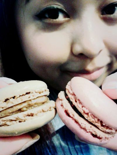 Macaron ♥ Breakfast Cakes Coffee And Cigarettes Macarons MacaroniGrill Lovely Macarons Eating Macarons Foodphotography Freshness Breakfast ♥