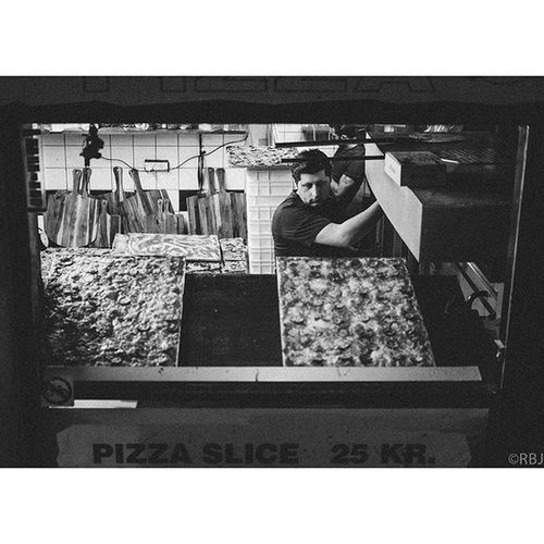 | Ogle | Fuji Fujixpro1 Xpro1 Fujifilm Fujinon FujiXF35 FujinonXF35 Xf35 Xf35mm Fujifilm_xseries FujiX Bw Bnw Blackandwhite Blackandwhitephotography Street Streetphotography Digital Bokeh Pizza Pizzaria PizzaHuset Italian Stare Gothersgade København Danmark Copenhagen Denmark DK