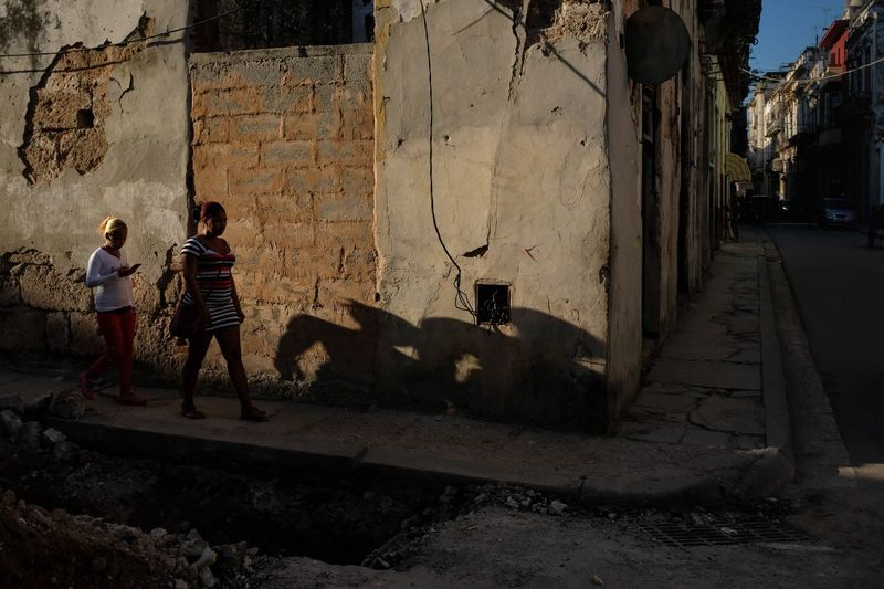 Havana, February 2017. Streetphotography Street Street Photography Havana Cuba Fuji Fujifilm Fujix100f X100f Karl Edwards Grownupboy