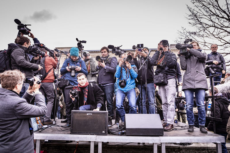Fridays for Future Media Crowd Crowd Group Of People Fridaysforfuture Media Press Fotography Climate Change Demonstration Movies Stage Interesse Berlin Invalidenstrasse Neugier