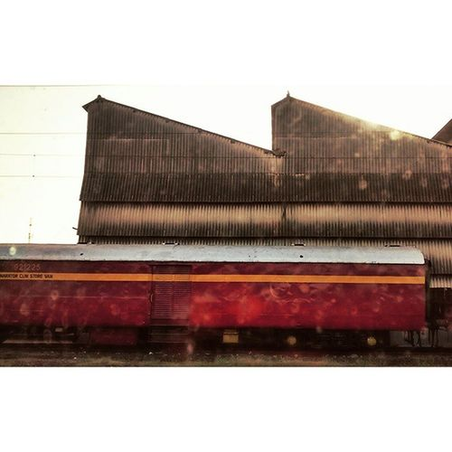 Symmetry Indianrailway Gujarat Stainonwindow Warehouse Generatorcar Trains Motog