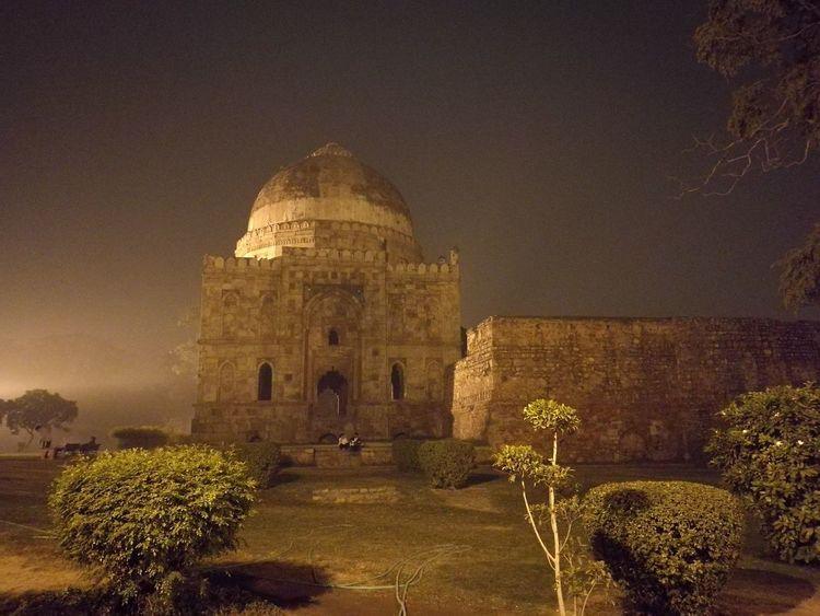 Lodi Gardens Memorial Monument Architecture Delhi India Twilight Autumn Mist Haze