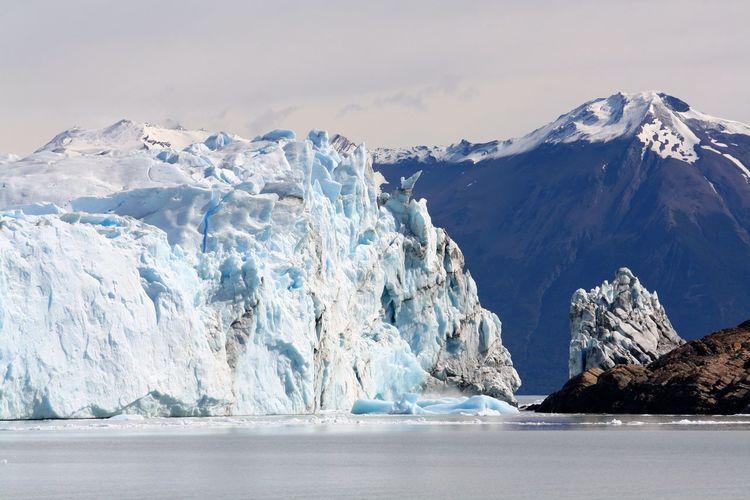 Spectacular glacial landscape with glaciers