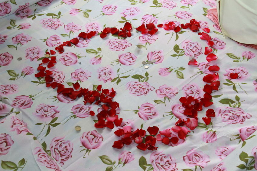 Close-up Day Flower Freshness Heart Shape Indoors  Love Nature No People Red Text Wedding Ceremony-thai Style