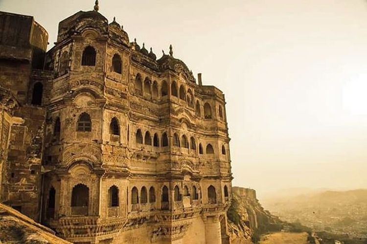 Before this, there was a cloud in it's place. The one that is hiding inside now. Mehrangarh Jodhpur Fort Grandeur Evening Marwar Canon6d