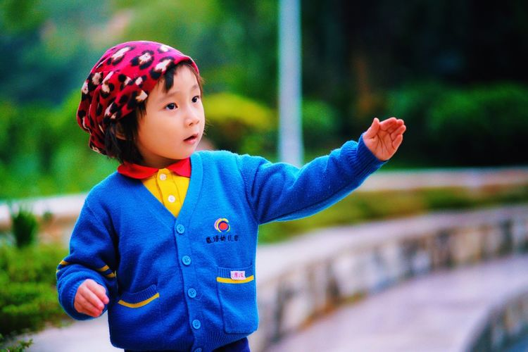 潇仪 Childhood Waist Up One Person Real People Outdoors Cute Child Close-up