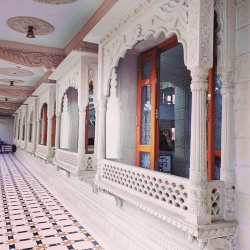 Ulhasnagar Unr India UNR5 Contestgram Temple Symmetry Symmetries SwamiShantiPrakashAshram Ashram Saint Religeous MarbleFloor Pillars Windows Ctsgr45 White Marble