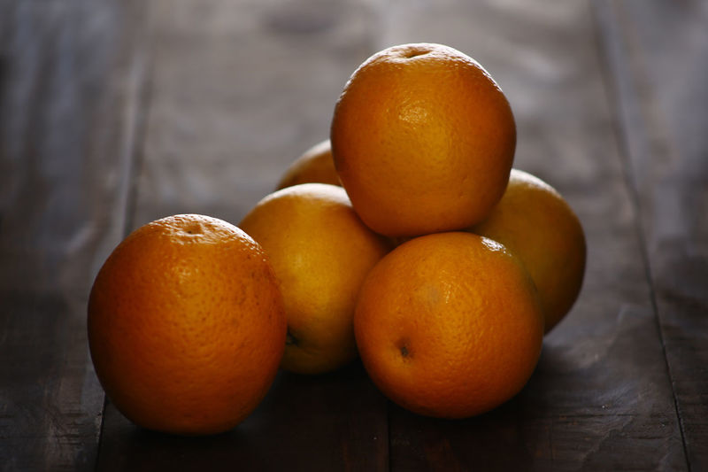 Healthy Eating Food And Drink Fruit Food Freshness Orange Color Wellbeing Table Citrus Fruit Orange - Fruit Still Life Orange No People Close-up Wood - Material Indoors  Focus On Foreground Group Of Objects High Angle View Selective Focus Ripe Laranja