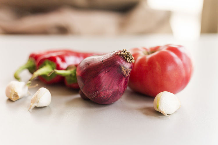Food And Drink Food Freshness Still Life Healthy Eating Indoors  Vegetable Wellbeing Table Close-up Red No People Spice Focus On Foreground Onion Fruit Cutting Board Raw Food Garlic Ingredient Common Beet