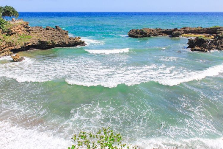 Sea Horizon Over Water Water Nature Scenics Beach Beauty In Nature Rock - Object Clear Sky Outdoors Tranquil Scene No People Day Wave Sky Turquoise Deep Blue Caribbean Sea Ocean