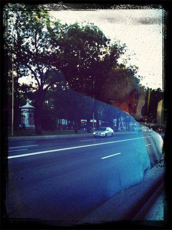 Con el alma aferrada a un dulce recuerdo. Buenos Días On The Road On The Bus
