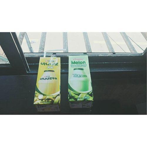 _ 哇 這個 哇 不錯喝 兩瓶98💸 看妍斗跟河東喝 就感覺很👍 現在7-11也賣了 終於 如果是韓國包裝……就 大發 韓國牛奶 香蕉牛奶 哈蜜瓜牛奶 草莓牛奶 無理的前進 韓國 Milk Bananamilk Strawberrymilk Koreanmilk Korean Window Light Nice Banana Strawberry 香蕉 草莓 沒賣草莓口味 大發