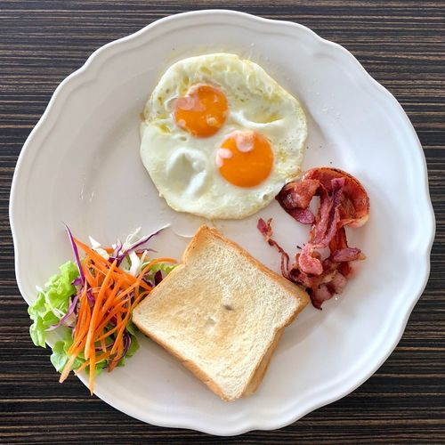 Breakfast EyeEm Selects Egg Breakfast Plate Food Fried Egg Egg Yolk English Breakfast Table Healthy Eating Close-up Bacon
