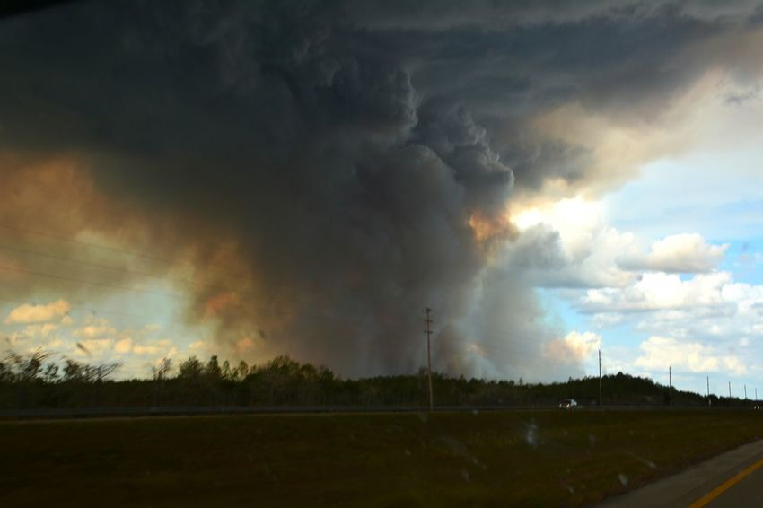 Cowbell fire burning along Alligator Alley I-75 ( about 1 mile north) in Big Cypress National Preserve, Sunday April 9, 2017. One of 100 wildfires burning in Florida, this grew to 7,000 acres on this single day. Outdoors Danger Dramatic Sky Interstate 75 Colliercounty Roadside Smoke Smokey Sky Dry Season Alligator Alley Florida Big Cypress National Preserve Wildfires Wildfire Big Cypress Nature