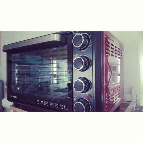 被我們家的新烤箱給帥到^^ 黑配紅絕配 New Oven France Thomson