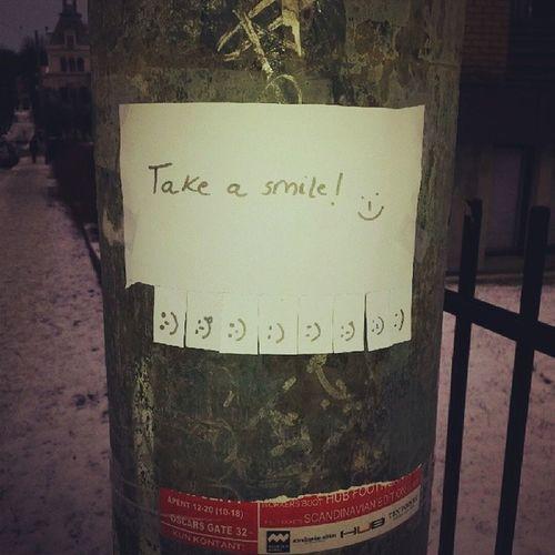 Sjukt bra! :) Men vem lägger energi på att ge bort smil? ;)