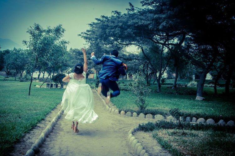 Recién casados Boda Bodas Recién Casados Vestidadenovia Novio Matrimonio Novios Noviosfelices