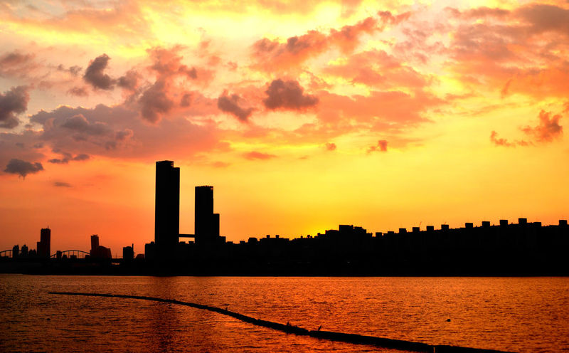 Architecture City Cloud Dramatic Sky Nikon D80 Sky Skyline Tall - High Urban Skyline Wide Angle 역광 Colour Of Life