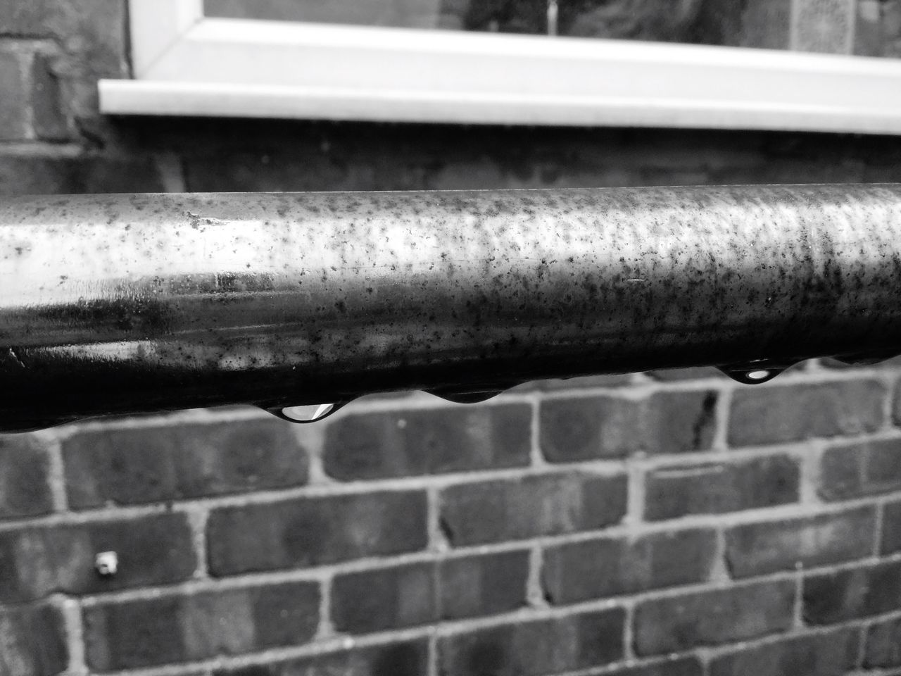 close-up, pipe - tube, metal, wall, brick wall, no people, built structure, day, wall - building feature, architecture, brick, pattern, water pipe, outdoors, pipeline, pipe, focus on foreground, building exterior, selective focus, old