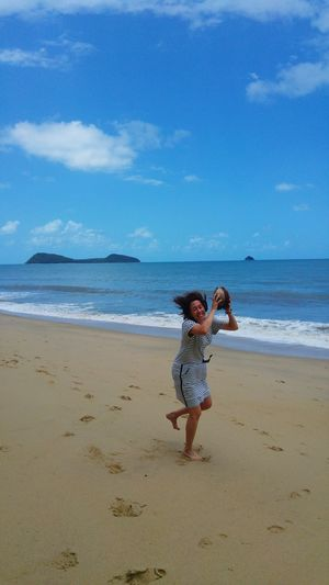 Sea Beach Sand Like A Child Rear View Horizon Over Water Water One Person Full Length People Wave Palm Cove Queenslandaustralia Palm Cove Outdoors Happiness Nature Sky Day l