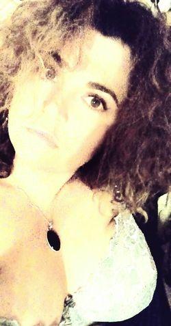 Revenir à ses fondamentaux tout en acceptant les changements qui vous font avancer....... Looking At Camera From My Point Of View Curly Hair Curvygirls Curvy Girl Caress Me With Your Mind And Intrigue Me With Your Body Eyes Are Soul Reflection Regards De Femmes Mysoul♥ Boobie ❤ Regarde Au Fond De Moi Et Dis Moi Ce Que Tu Vois .. Regards *~* Sexyselfie Sexywomen Adults Only Bigwomen Sexygirls Looking At Camera