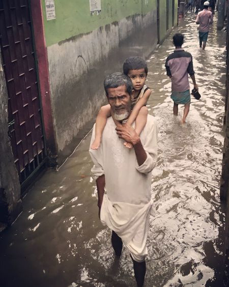 Togetherness Portraiture The Great Outdoors - 2017 EyeEm Awards The Street Photographer - 2017 EyeEm Awards Jashimsalam Flooded Streets Street Photography Family With One Child Portrait Street