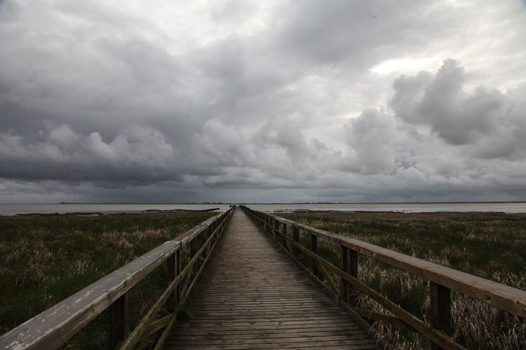 Blick von Schobüll nach Nordstrand. Bridge Cloud Cloud - Sky Küste Nordsee Nordstrand Perspective Schobüll Sky Steg The Way Forward Wolken Wolkenhimmel