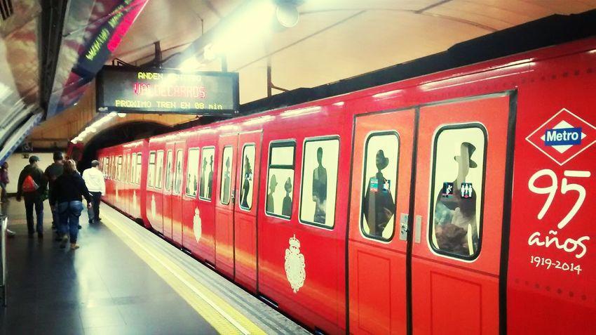 Metro Madrid Dem Fontana Anniversaire