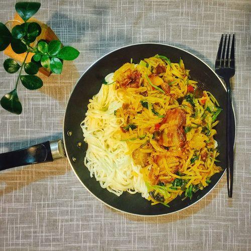 【❤️】煮个土豆丝肉片拌面吃!😶 春子私房菜 一个人生活 手机摄影 美食 晚饭 夜宵